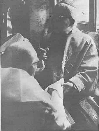 Mons. Thuc consagrando a Guérard des Lauriers en 1981